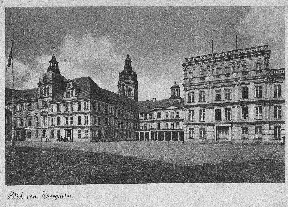 Tiergarten-Ansicht Neustrelitzer Schloss nach 1909