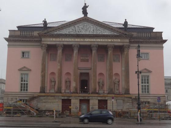 Berlin - UdL Oper bei Regen (Zeughaus, Schloss)