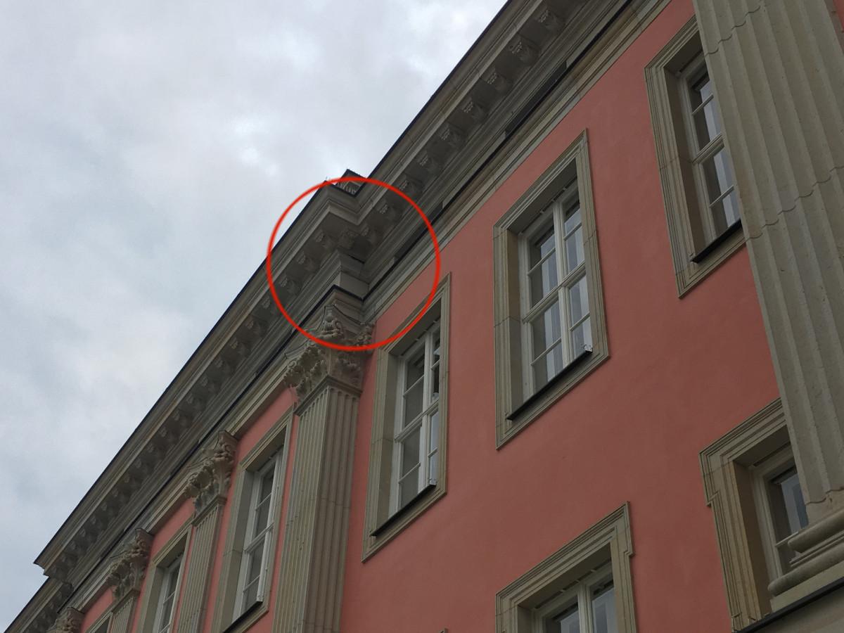 Stadtschloss Sandstein-Schaden Gesims 2-21-07-22-1