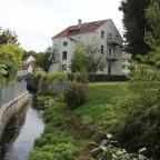 Neu freigelegter Soestbach hinter der Kolping-Bildungsstätte