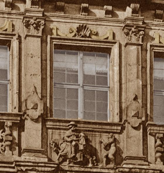 Pellerhaus_Detail_Relief_heiliger_Martin