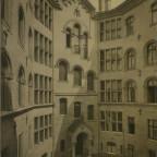 Romanisches Haus I, Hof
