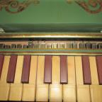 Regal-Detail: die Metallpfeifen der Bassseite )