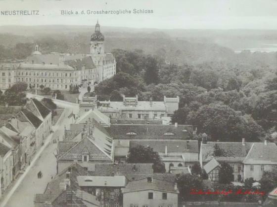 Luftbild Neustrelitzer Schloss Ansicht von der Stadtkirche um 1910