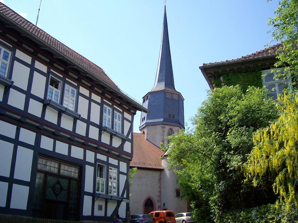 An der Kirche (1)