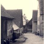 von links: Scheunenseite und Häuserseite