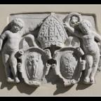 08 Wappen Innenhof