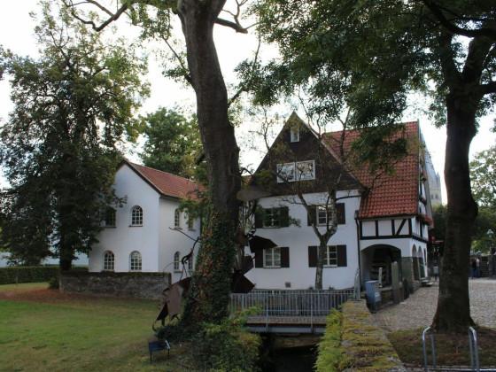 Rückseite und Nebengebäude der Teichsmühle