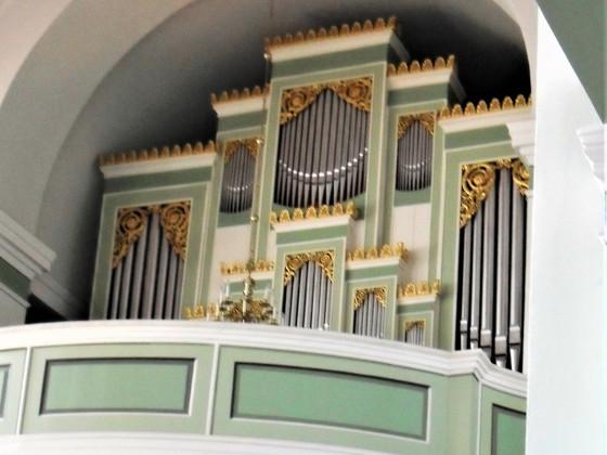 Orgel der Schinkel-Kirche Straupitz (Prospekt 1832 Morgenstern, Werk 1892 Sauer)