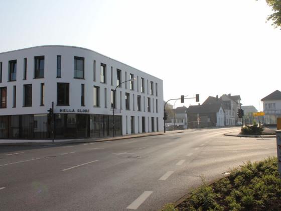 Lippstadt, Rixbecker Str. - Hella Globe und Abrisshäuser im Hintergrund