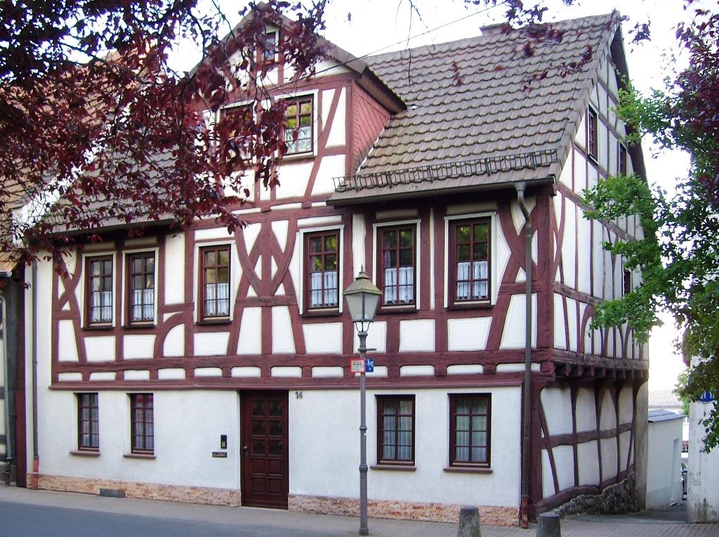 An der Stadtkirche (4)
