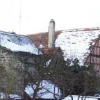Stadtmauer mit Haus Vorderer Spitzenberg 15 im Winter