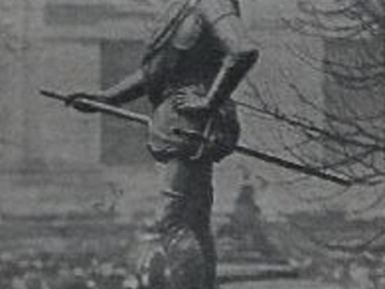 Colöigny Denkmal bei der Einweihung, Seitenansicht