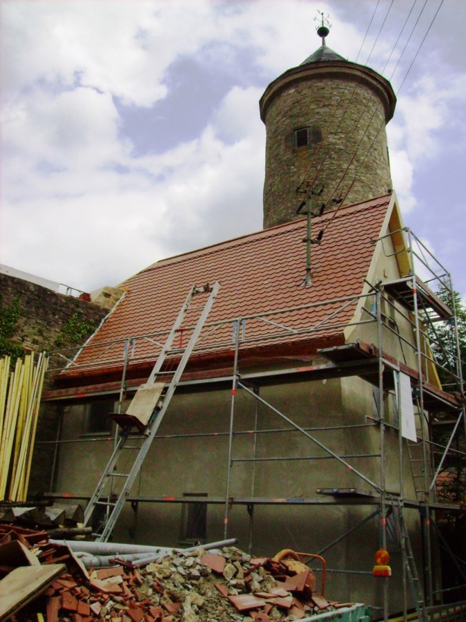 Sanierung 2009: Doppeldeckung mit Biberschwanzziegeln, Steildach 60°