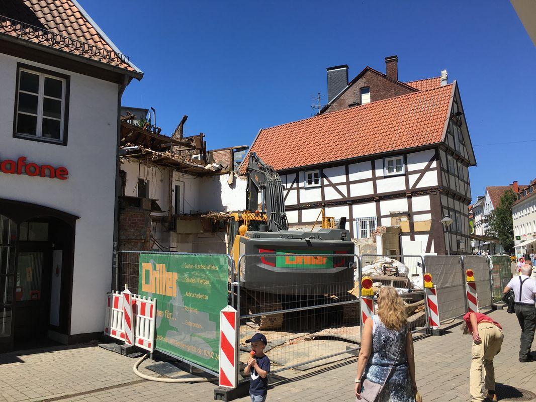 Abriss des Fachwerkhauses Brüderstraße 25 in der Soester Innenstadt