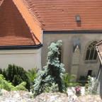 Von der exponierten Lage der Frauenkirche Blick zum Langhaus der Stadtpfarrkirche