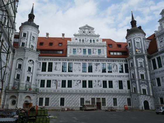 Schlosshof, Originale Details