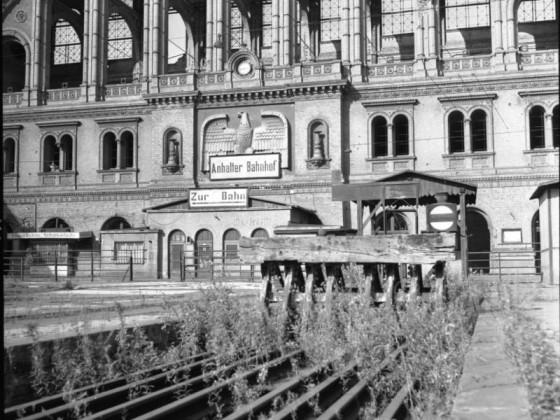 Berlin, Anhalter Bahnhof, Bahnsteighalle, vor Sprengung