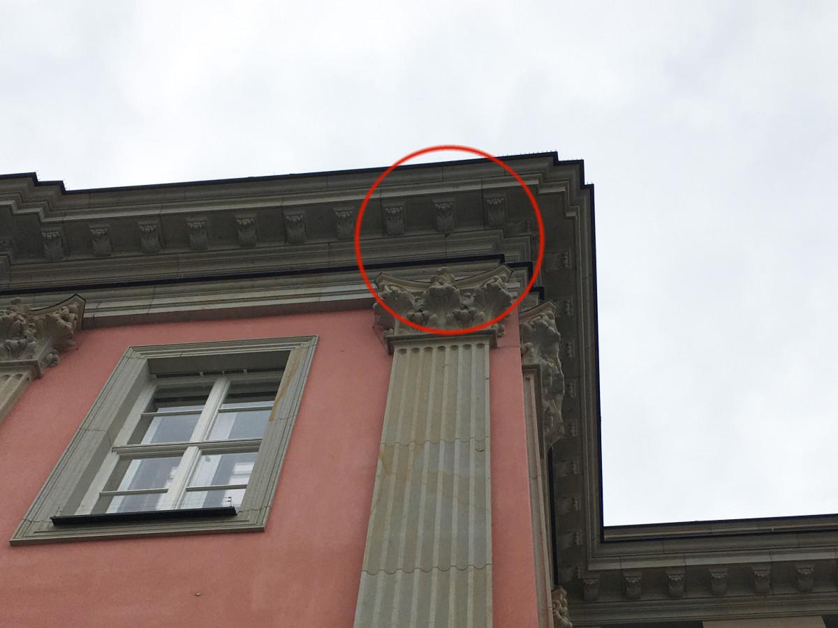 Stadtschloss Sandstein-Schaden Gesims 2-21-07-22-2