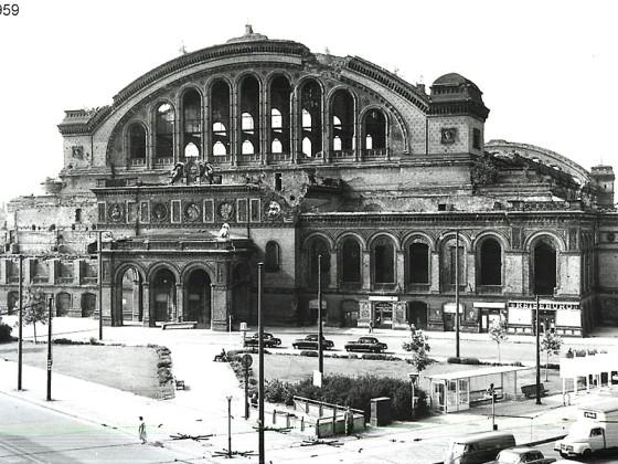 Berlin, Anhalter Bahnhof, teilabgerissener Südflügel 1959