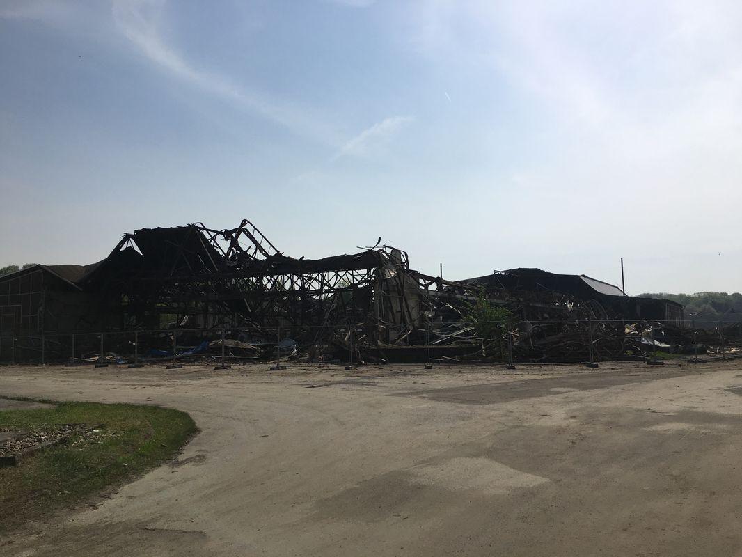 Ausgebrannte Ruine der STRABAG/Deutschland-/Jahrhunderhalle in Soest