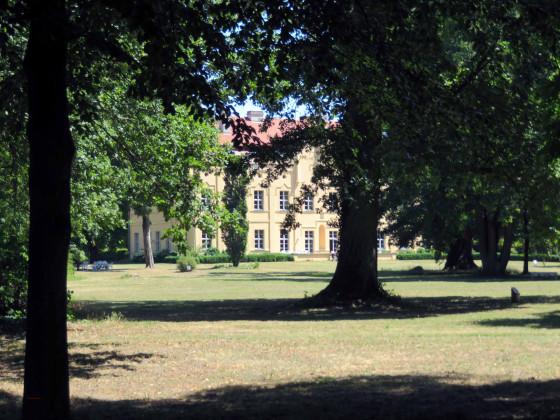 Nennhausen 2019 Park Deckelurne