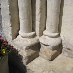 Sockel der Portalsäulen