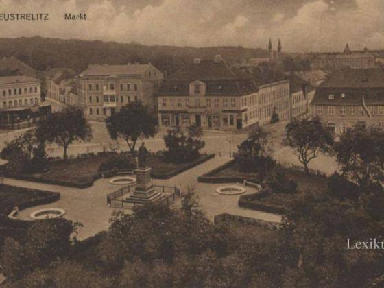 Neustrelitz Marktplatz historisch Ansichtskarte