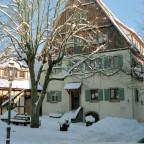 Winterbild: Fränkisches Museum mit altem Eingangsbereich