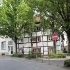 Fachwerkhaus zwischen Gründerzeitlern an der Walburger Straße, Ecke Wiesenstraße
