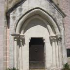 Das Portal ist frühestgotisch