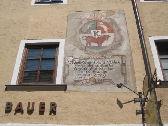 """""""Marcus Weiner Abbte des Gorzhaus krembsminster hatt disen hoff verneuern und besern lasen Im 1562 Jar"""""""